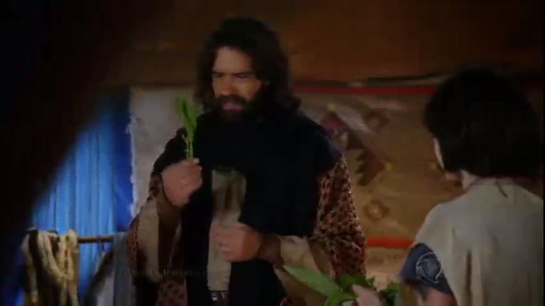 Moisés faz discurso na celebração da Páscoa