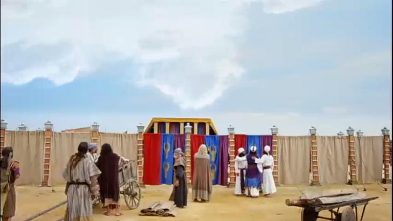 Nuvem se move e Moisés determina que todos desmontem o acampamento para seguir viagem