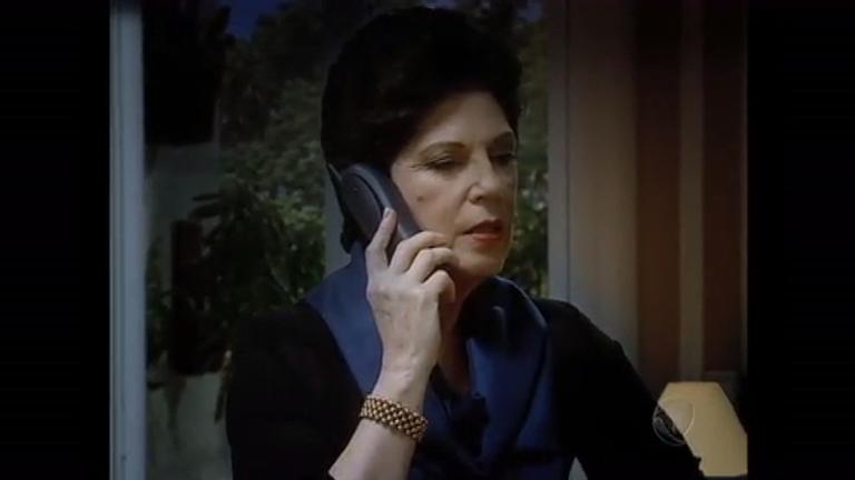 Por telefone, Doroteia e Alexandra planejam separar Felipe e Alice