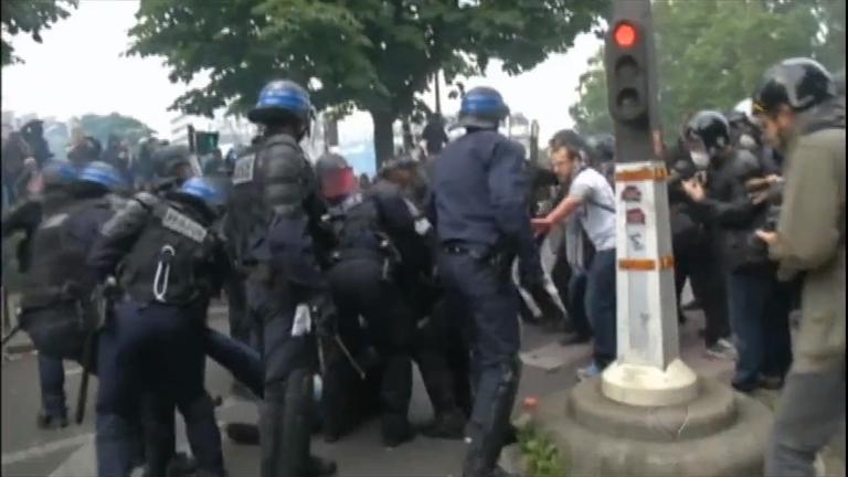População volta a protestar contra reforma trabalhista na França ...
