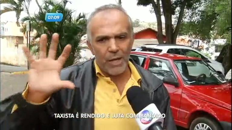 Taxista reage a assalto e bate carro em Três Corações (MG)