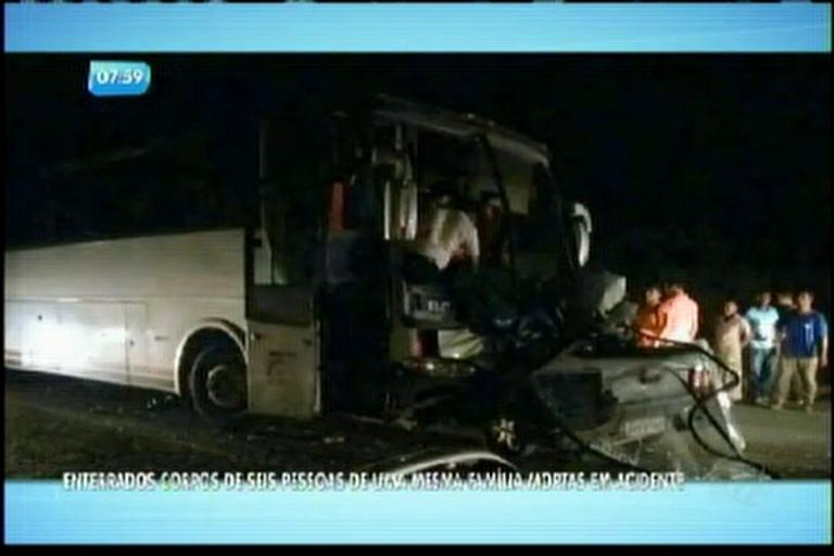 Enterrados corpos de 6 pessoas de uma mesma família mortas em acidente