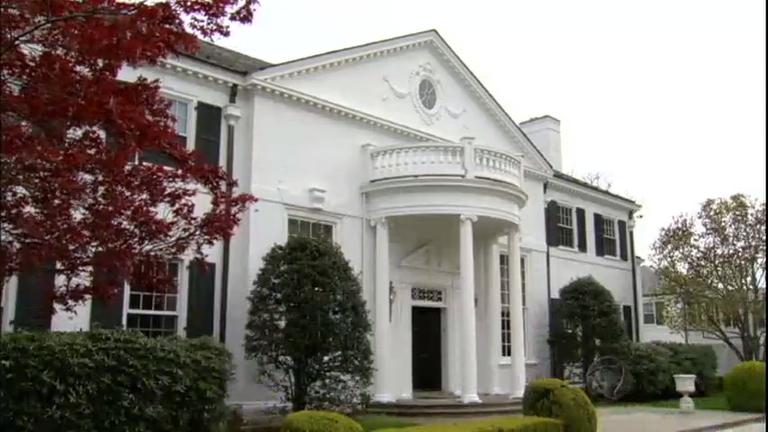 Jornal da Record visita uma das mansões onde Donald Trump morou