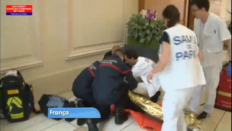 Raio atinge parque em Paris e deixa 11 pessoas feridas