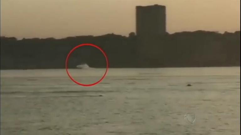 Autoridades nos EUA investigam a queda de um avião de pequeno porte no Rio Hudson
