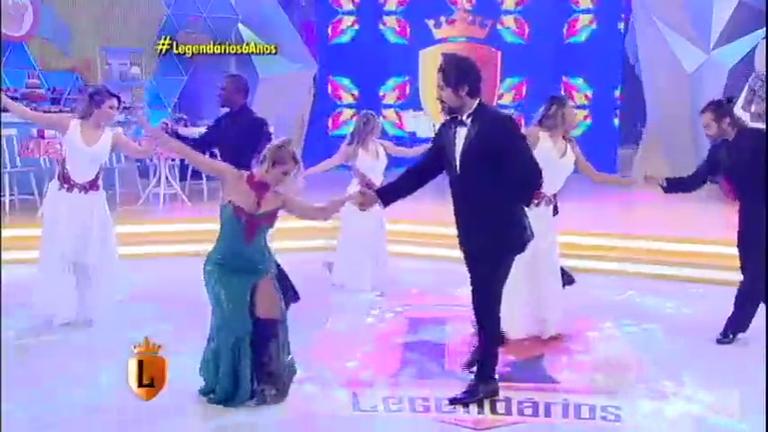 Joelma e Marcos Mion dançam no palco do Legendários ...