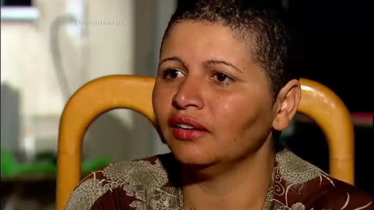 Mulher fica careca depois de usar creme alisante - Notícias - R7 ...