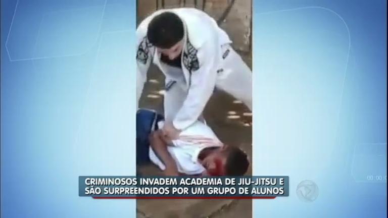 Lutadores de jiu-jitsu imobilizam bandidos durante assalto em ...