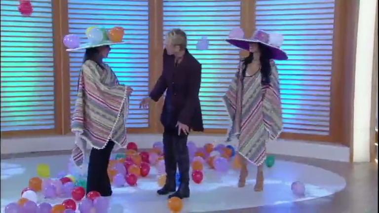Simone e Simaria encaram nova brincadeira no palco do Xuxa Meneghel
