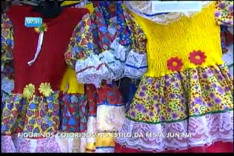 Figurinos coloridos no estilo da festa junina