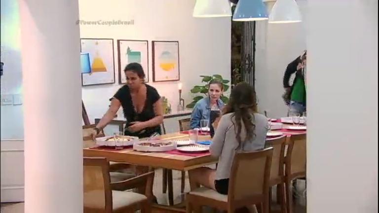 Casais excluem Laura e Jorge da mesa e clima esquenta no reality ...