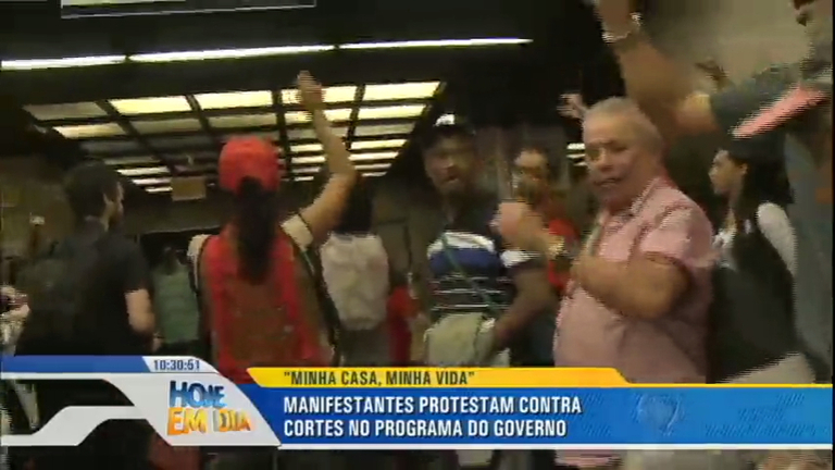 Integrantes do MTST invadem escritório da Presidência da ...