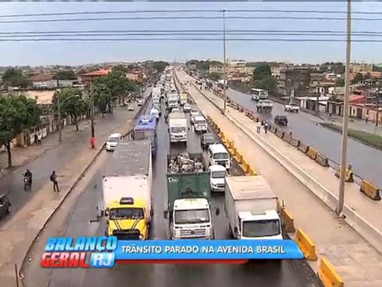 Cariocas enfrentam lentidão na avenida Brasil durante manhã desta ...