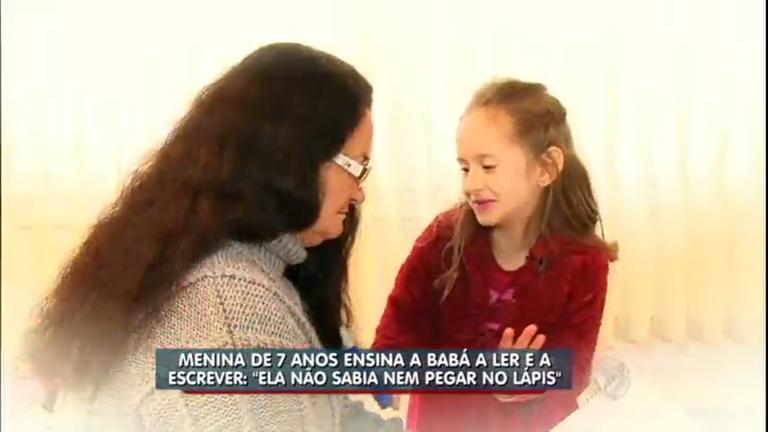Garotinha ensina a babá a ler e escrever no interior de Santa Catarina