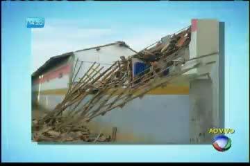 Teto de escola desaba após chuva em Alcobaça - Bahia - R7 ...
