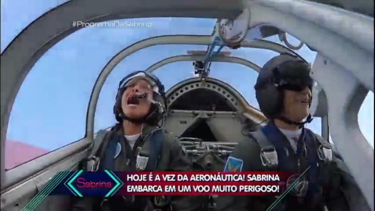 Sabrina encara voo radical e treinamento pesado da Aeronáutica ...