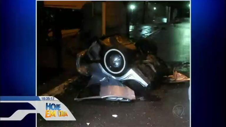 Carro descontrolado parte ao meio e mata adolescente em Londrina