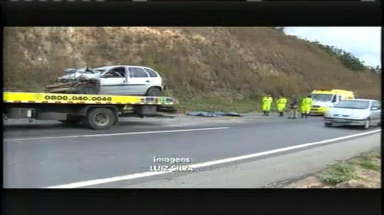 Pai e filho morrem em acidente com carreta na BR- 040 - Minas ...