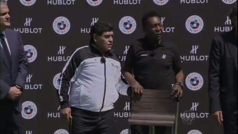 """Em encontro com Pelé, Maradona alfineta Messi: """"É imaturo para ..."""