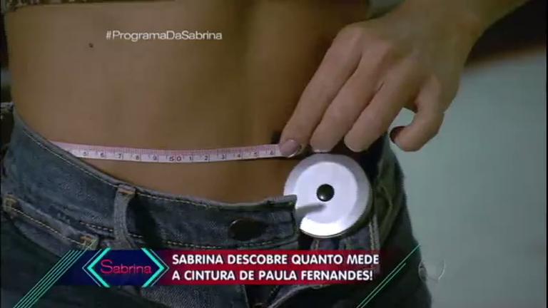 Cinturinha de Paula Fernandes tem mesma medida da coxa de ...