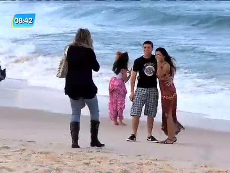 Frente fria causa ressaca no mar e muda hábitos dos cariocas