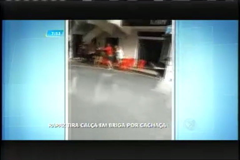 Vídeo mostra briga entre homens por cachaça no sul de Minas