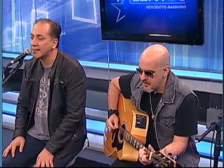 JR News Talentos recebe Biquini Cavadão - Record News - R7 ...