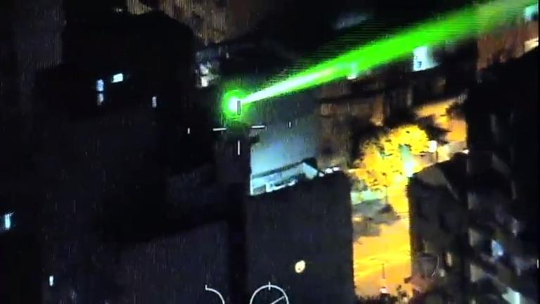 Homem é preso por apontar laser contra pilotos de helicópteros no RS