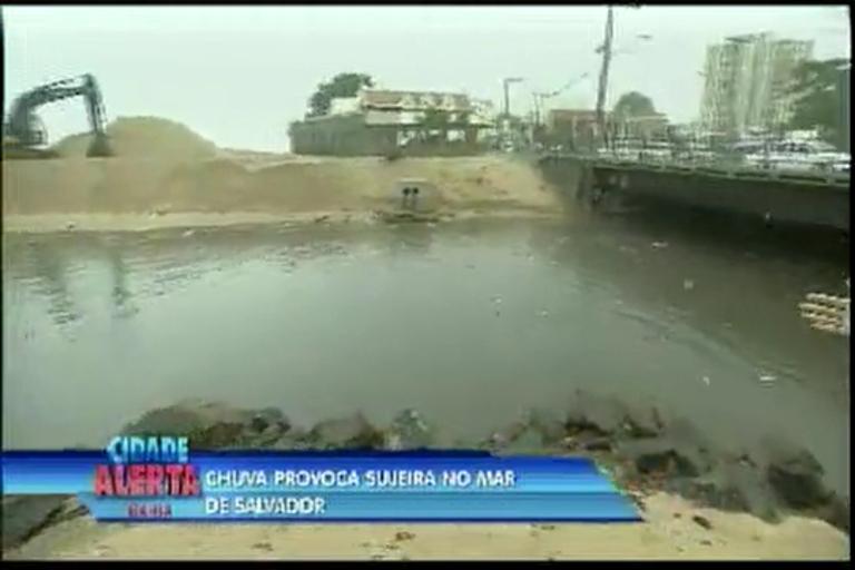 Chuva provoca sujeira no mar - Bahia - R7 Cidade Alerta BA