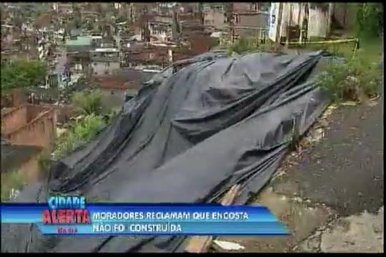 Moradores reclamam que encosta não foi construída - Bahia - R7 ...