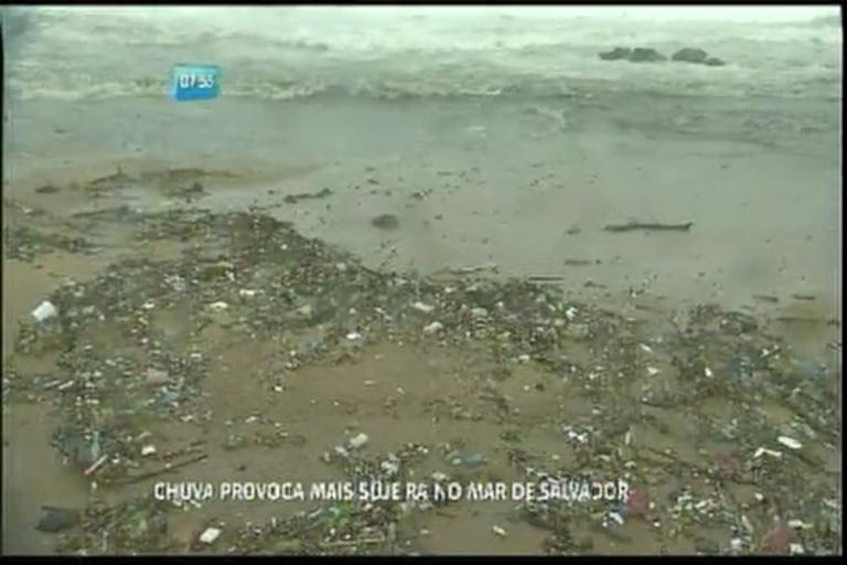 Chuva provoca mais sujeira no mar de Salvador - Bahia - R7 Bahia ...