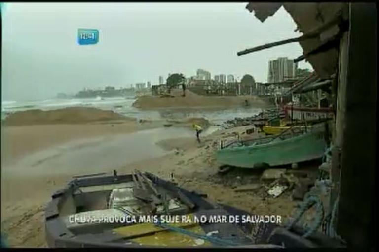 Chuva provoca mais sujeira no mar de Salvador - Bahia - R7 ...
