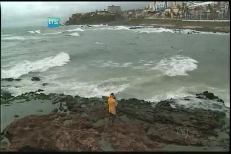 Perigo no mar durante tempo chuvoso - Bahia - R7 Bahia no Ar