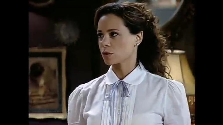 Alice discute com Felipe após ver Alexandra beijá-lo