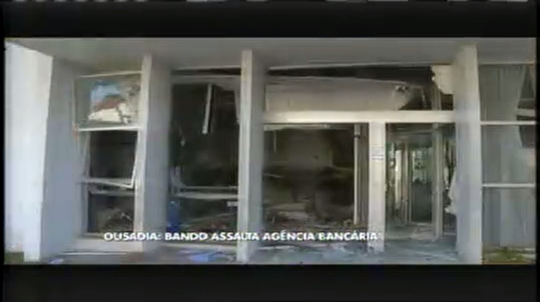 Bandidos fecham ruas, atiram e cercam quartel para roubar banco ...