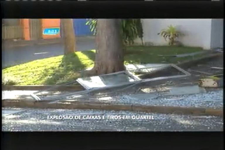 Bandidos explodem caixas eletrônicos e atiram contra quartel da ...