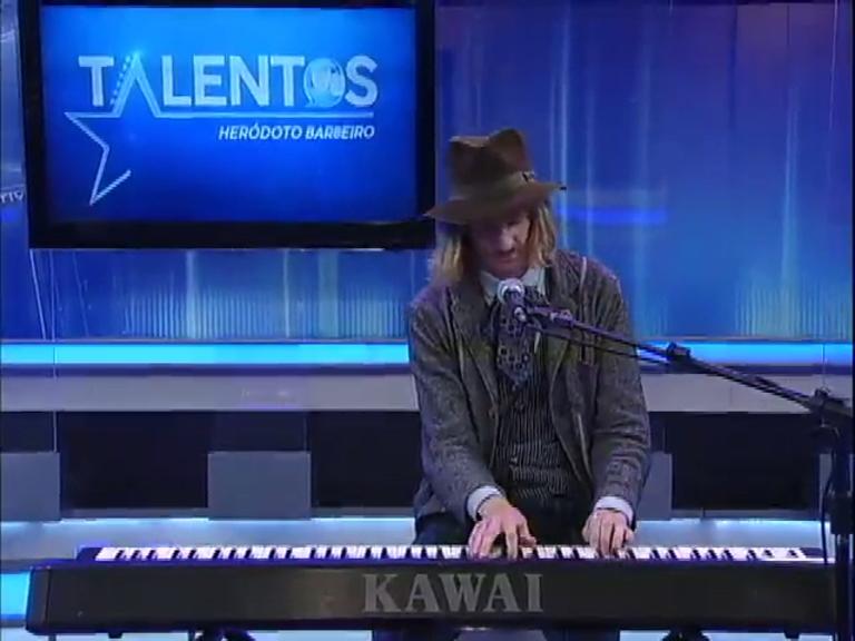 JR News Talentos recebe o músico Adam Evald - Record News - R7 ...