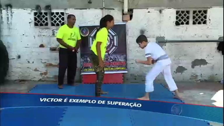 Recordistas: menino pratica luta livre para superar o autismo ...