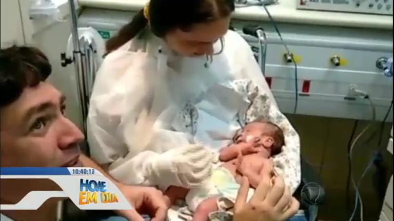 Emocionante! Mãe acorda do coma depois de 45 dias e vê o filho ...