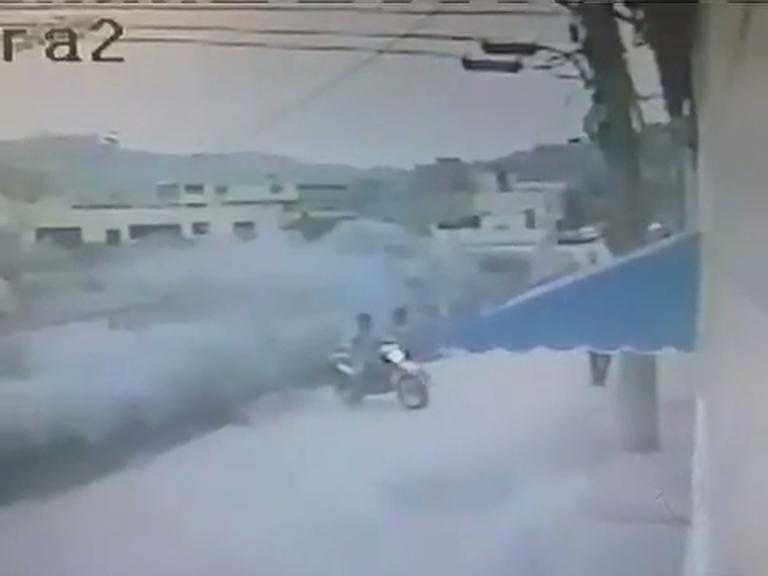 Alunos são assaltados na frente de escola em São João de Meriti ...