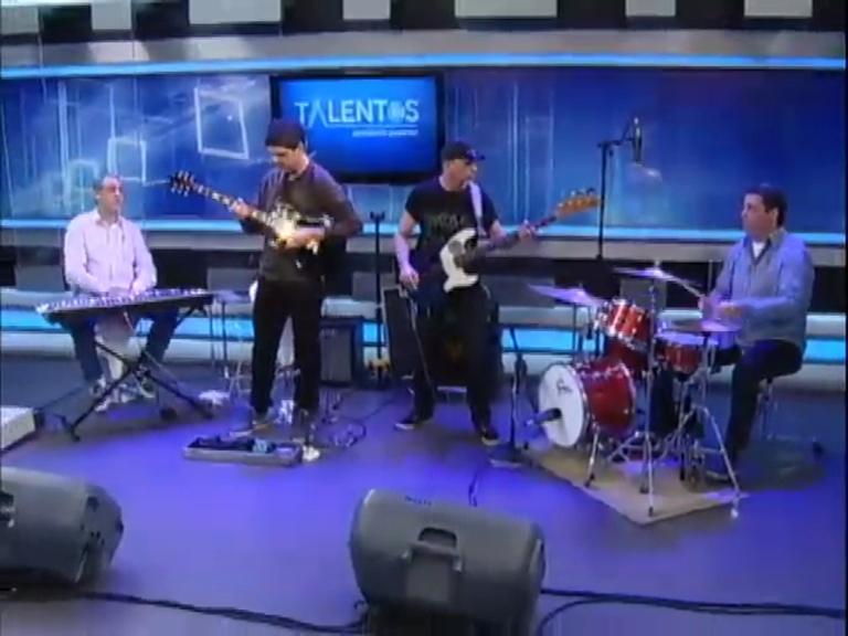 Banda B4 se apresenta no JR News Talentos