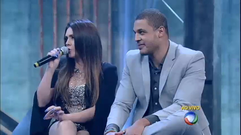 Finalistas discutem ao vivo no palco do Power Couple Brasil ...