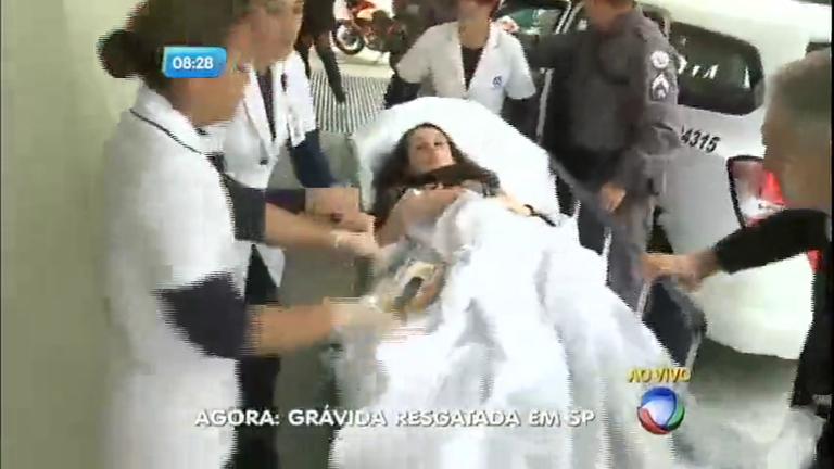 Grávida é resgatada e levada a hospital em trabalho de parto; SP no Ar mostra ao vivo