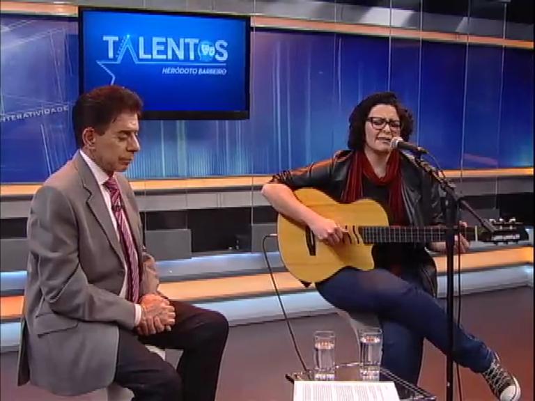 Karin Martins apresenta seu novo trabalho no programa Talentos