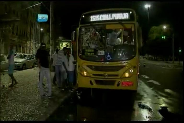 Demora de ônibus prejudica quem curtiu São João no Pelô