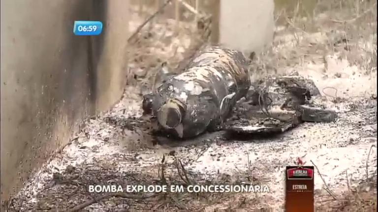 Bomba explode em concessionária e fere funcionária em Porto Alegre