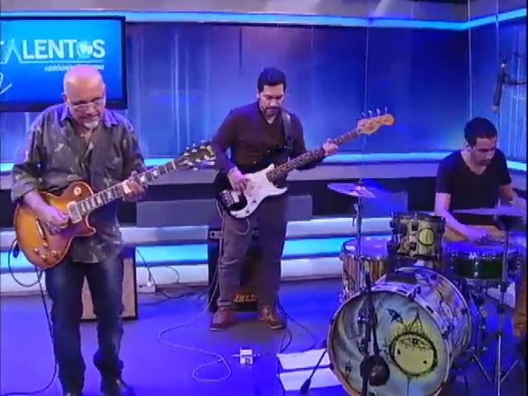 Edu Gomes e banda se apresentam no JR News Talentos
