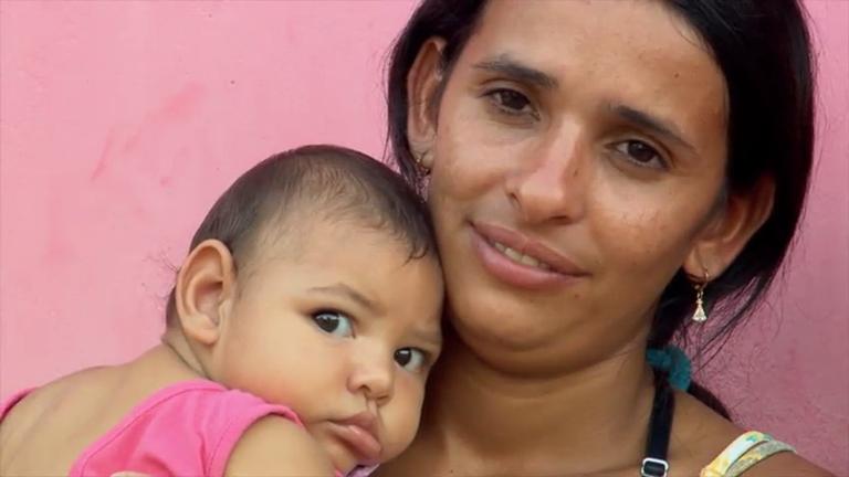 """Os Filhos do Zika: """"Deus quis assim, eu vou lutar até o fim"""", diz mãe de bebê com microcefalia"""