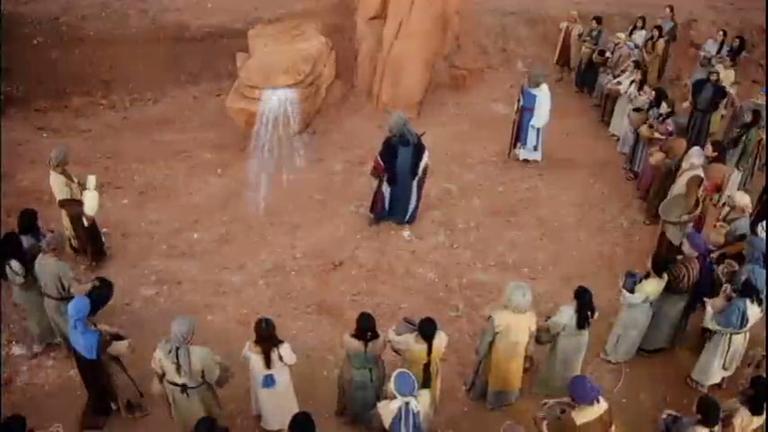 Moisés, em um momento de raiva, bate o cajado com força na rocha ...