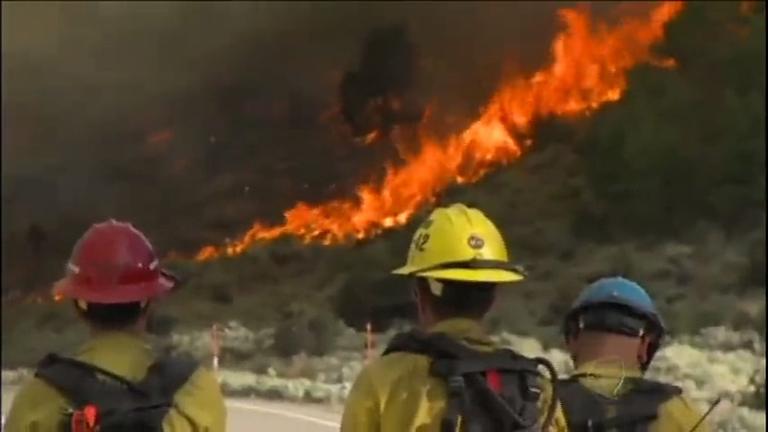 EUA: incêndio florestal atinge Califórnia e ameaça 2.500 residências